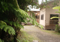 hawaiian-volcanoes-parks-hostels-entrances-windows-porch